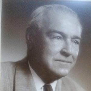 Frank L Buckley